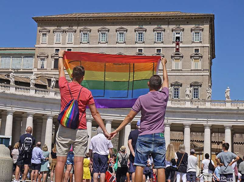 Gay Polish couple travel to the Vatican to beg Pope Francis for help